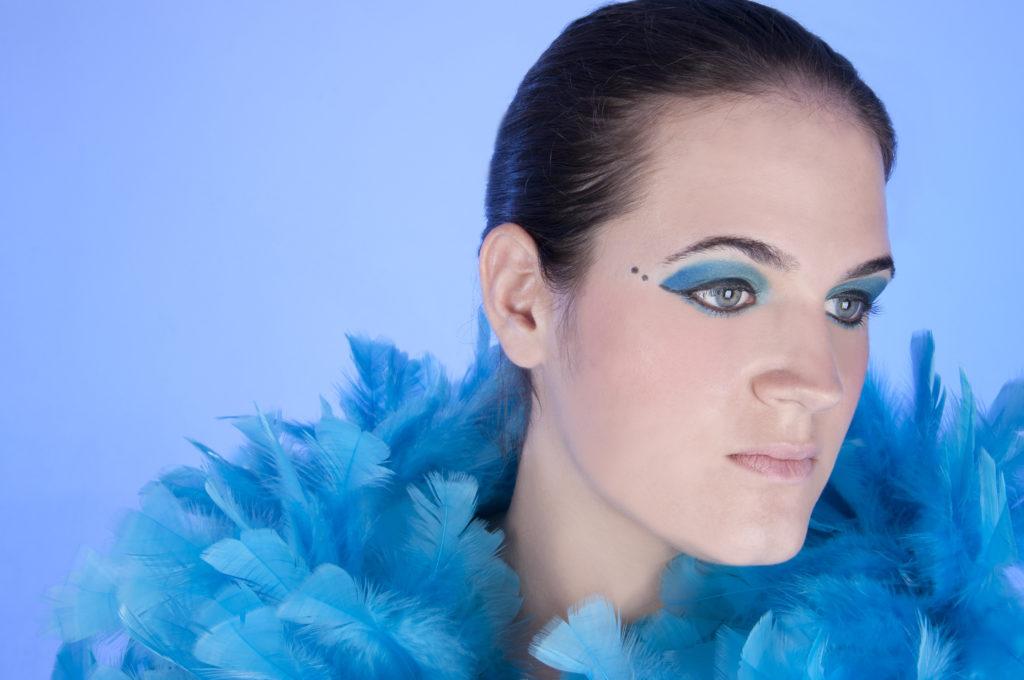 pluma azul menina